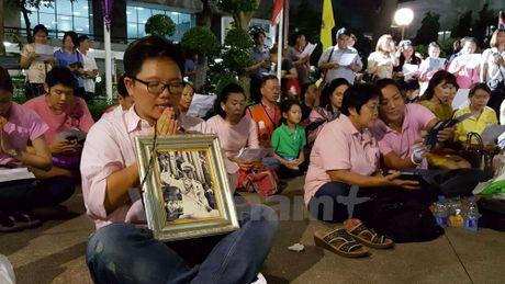 Thai Lan truy lung ke tung tin don ve suc khoe Nha Vua Bhumibol - Anh 1