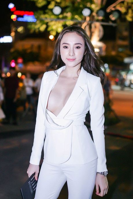 Dien mot khong noi y, Angela Phuong Trinh tha ho khoe 'sieu vong 1' - Anh 4