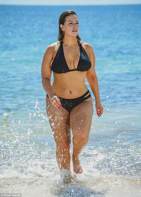 'Mau beo sexy nhat' mac bikini khoe vong 1 cang tran - Anh 1