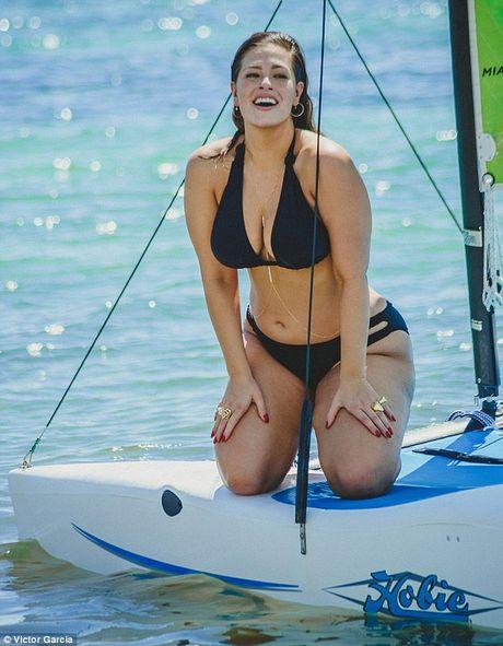 'Mau beo sexy nhat' mac bikini khoe vong 1 cang tran - Anh 2