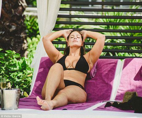 'Mau beo sexy nhat' mac bikini khoe vong 1 cang tran - Anh 3