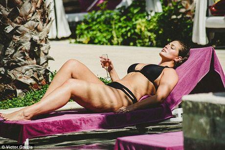 'Mau beo sexy nhat' mac bikini khoe vong 1 cang tran - Anh 4