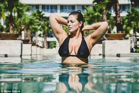 'Mau beo sexy nhat' mac bikini khoe vong 1 cang tran - Anh 6