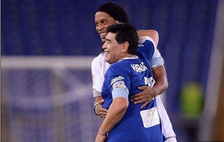 Maradona, Totti, Ronaldinho da giao huu gay tu thien - Anh 2