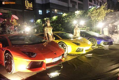 Minh Nhua 'show hang' dan sieu xe 130 ty tai Sai Gon - Anh 2