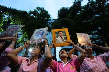 Hang nghin dan do ve Bangkok cau nguyen cho vua Thai Lan - Anh 10