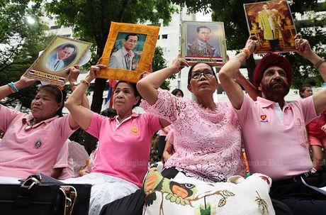 Hang nghin dan do ve Bangkok cau nguyen cho vua Thai Lan - Anh 2
