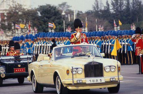 Cuoc doi Quoc vuong Thai Lan Bhumibol Adulyadej qua anh - Anh 10