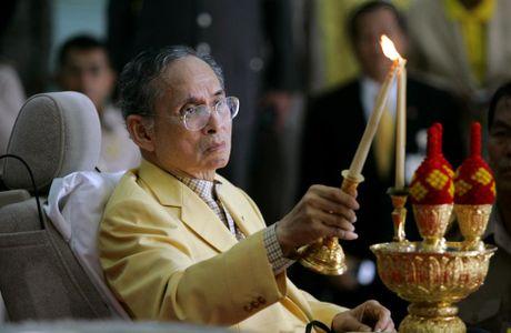 Cuoc doi Quoc vuong Thai Lan Bhumibol Adulyadej qua anh - Anh 12