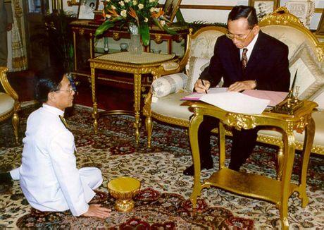 Cuoc doi Quoc vuong Thai Lan Bhumibol Adulyadej qua anh - Anh 13