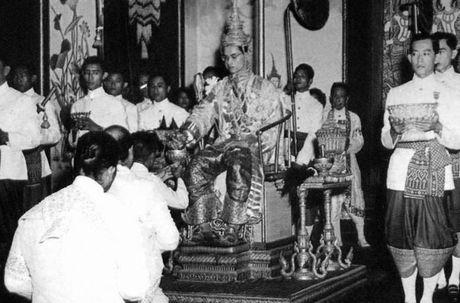 Cuoc doi Quoc vuong Thai Lan Bhumibol Adulyadej qua anh - Anh 3