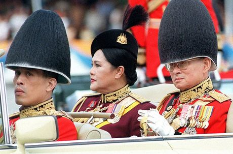 Cuoc doi Quoc vuong Thai Lan Bhumibol Adulyadej qua anh - Anh 9