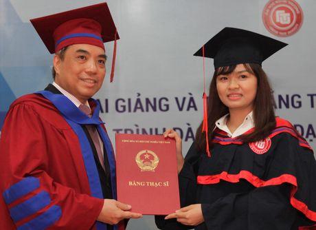 Truong Dai hoc Ngoai thuong khai giang va trao bang tot nghiep cac khoa dao tao sau dai hoc - Anh 1