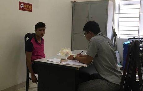Thanh nien khong doi mu bao hiem dam gay rang CSGT - Anh 2