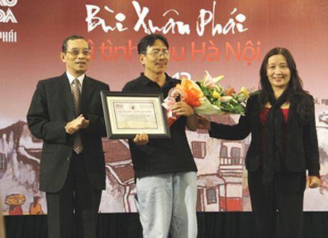 Nha van Nguyen Ngoc Tien: Toi luon mo ve mot Ha Noi thom phuc nhu the... - Anh 1