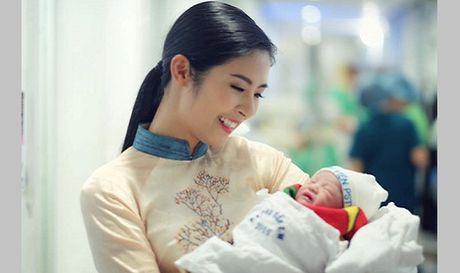 Nguoi mau Hong Que hanh phuc don con gai chao doi - Anh 1