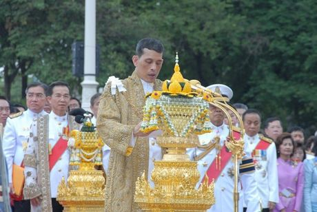 Hoang Thai tu Maha Vajiralongkorn la nguoi ke nhiem cha - Anh 1