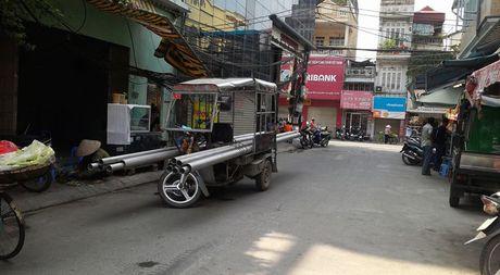 Xe ba gac, xe tu che van tung hoanh duong pho Ha Noi - Anh 7
