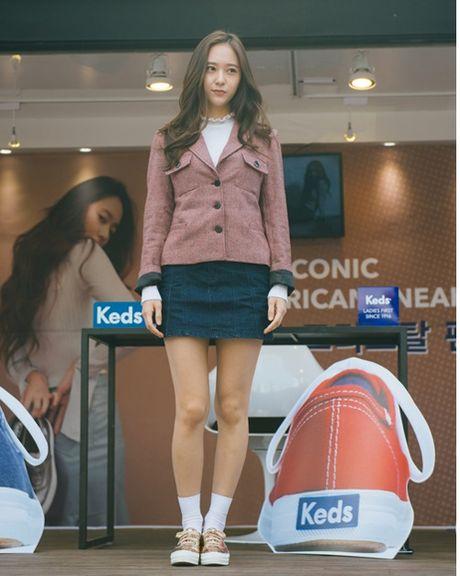 Jessica sang chanh, EXO chon do ruc ro khi ra san bay - Anh 12