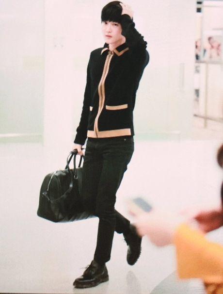 Jessica sang chanh, EXO chon do ruc ro khi ra san bay - Anh 2