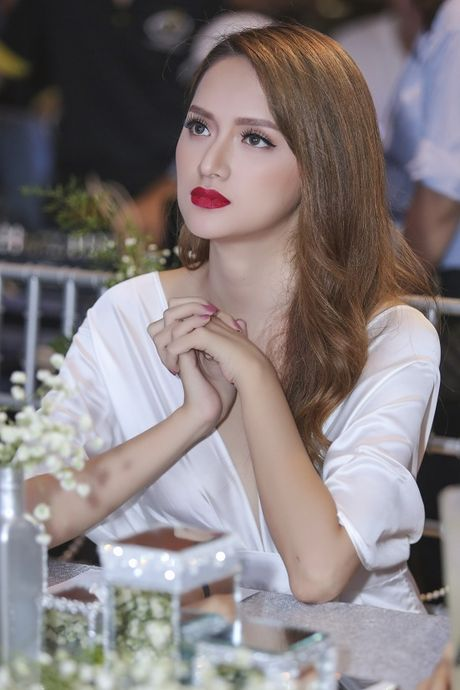Huong Giang Idol: 'Toi dep nhat khi toi co nhieu tien' - Anh 1
