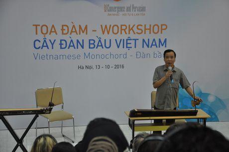 Nhac si Chau A Thai Binh Duong thich thu tim hieu cay dan bau Viet Nam - Anh 1