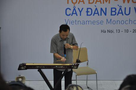 Nhac si Chau A Thai Binh Duong thich thu tim hieu cay dan bau Viet Nam - Anh 2