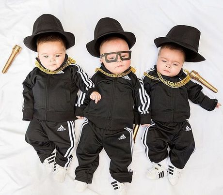 Ba be sinh ba dang yeu trong trang phuc do chinh me thiet ke - Anh 3