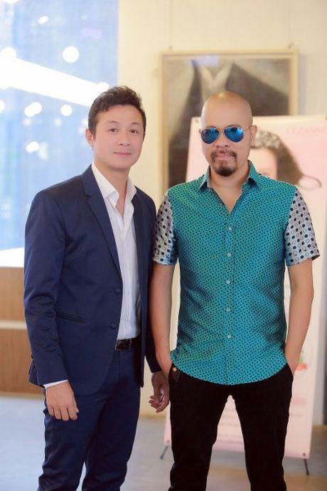 NTK Duc Hung khoe do 'banh trai' voi MC Anh Tuan - Anh 3