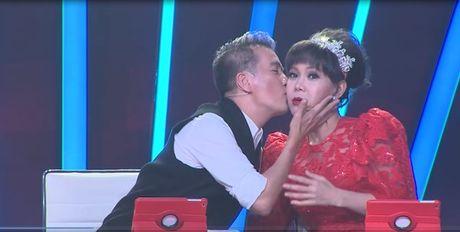 'Buoc nhay ngan can': Viet Huong bo giay thi pham disco cho thi sinh - Anh 4