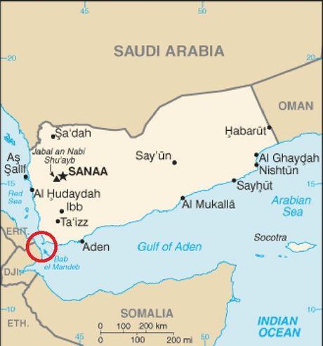 Xem tau khu truc My phong ten lua diet radar cua Houthi o Yemen - Anh 4