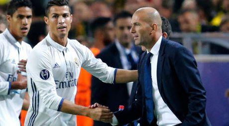 Ronaldo cham dut co hoi ve Man United, huong luong chi thua Messi - Anh 1