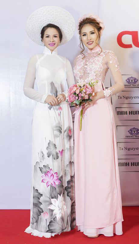 Hoa hau Thanh Thuy khien 'dan em' phat hon vi vong eo hoan hao - Anh 1