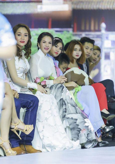 Hoa hau Thanh Thuy khien 'dan em' phat hon vi vong eo hoan hao - Anh 5