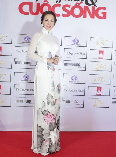 Hoa hau Thanh Thuy khien 'dan em' phat hon vi vong eo hoan hao - Anh 6