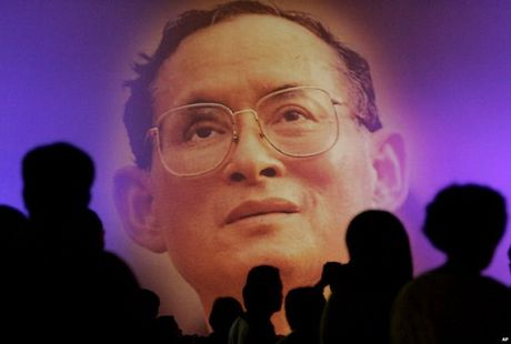 Nhin lai cuoc doi Quoc vuong Thai Lan Bhumibol Adulyadej qua anh - Anh 11