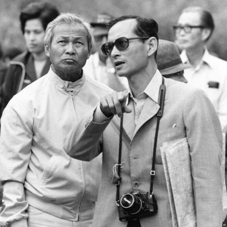 Nhin lai cuoc doi Quoc vuong Thai Lan Bhumibol Adulyadej qua anh - Anh 7