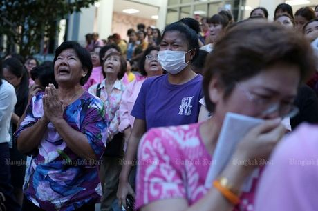 Thai Lan: Duc vua bang ha, nguoi dan oa khoc tiec thuong - Anh 5
