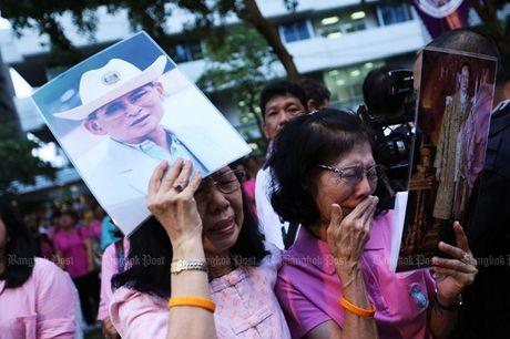 Thai Lan: Duc vua bang ha, nguoi dan oa khoc tiec thuong - Anh 6