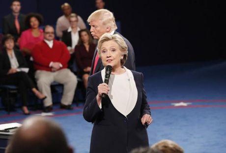 Ba Clinton tiep tuc bo xa ong Trump trong cuoc tranh cu Tong thong - Anh 1