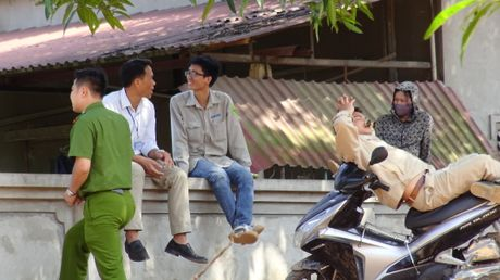Chu tich UBND phuong ban hanh quyet dinh cuong che co dung luat ? - Anh 2