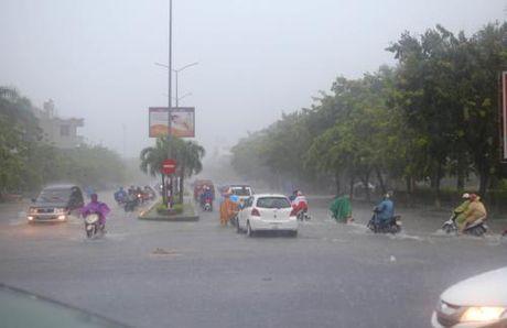 Bo Cong an chi dao ung pho voi ap thap nhiet doi; mua, lu, sat lo dat - Anh 1