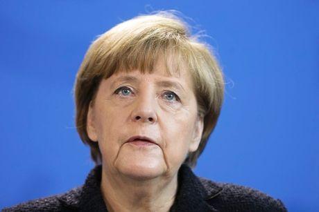 Do tin nhiem cua ba Merkel roi xuong muc thap ky luc - Anh 1