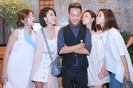 JustaTee hanh phuc khi luc nao cung co ban gai Tram Anh ben canh - Anh 15