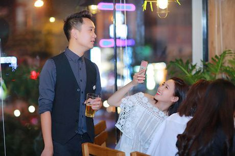 JustaTee hanh phuc khi luc nao cung co ban gai Tram Anh ben canh - Anh 4