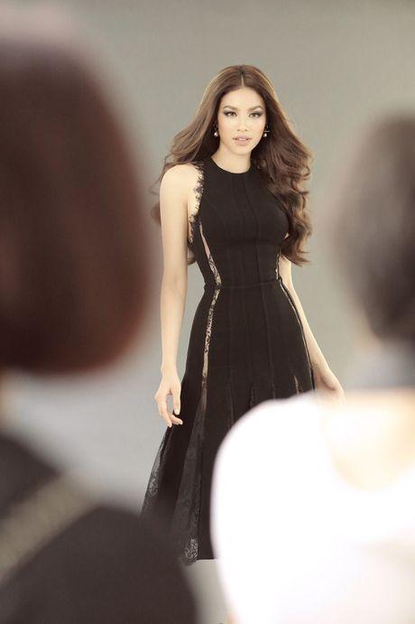 Pham Huong, Lan Khue than thiet chup hinh cho show thoi trang khung - Anh 6
