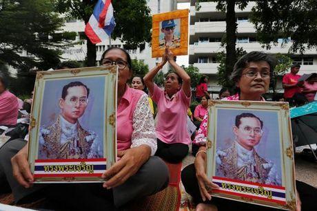 Chung khoan Thai Lan bien dong vi suc khoe cua nha vua - Anh 1