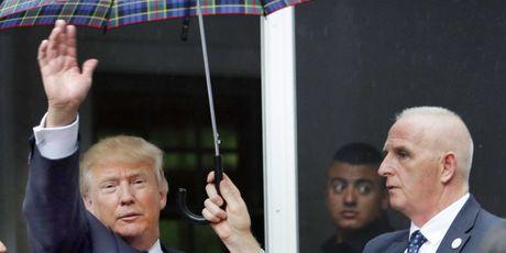 That bai tranh cu: Donald Trump khong con loi thoat - Anh 1