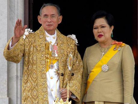 Nha vua Thai Lan qua doi: Suc manh tinh hoa quan su cung co dat nuoc - Anh 1