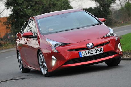 Toyota trieu hoi 340.000 xe Prius tren toan cau vi loi phanh tay - Anh 1